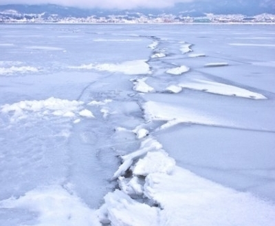 <strong> Heave-ho. </strong> Lake Suwi's Omiwatari, when the ice heaves in a line across the lake. Ice seasonality has advanced about 5 days per decade since the Industrial Revolution, observations from pioneer citizens scientists confirm. Courtesy York University.