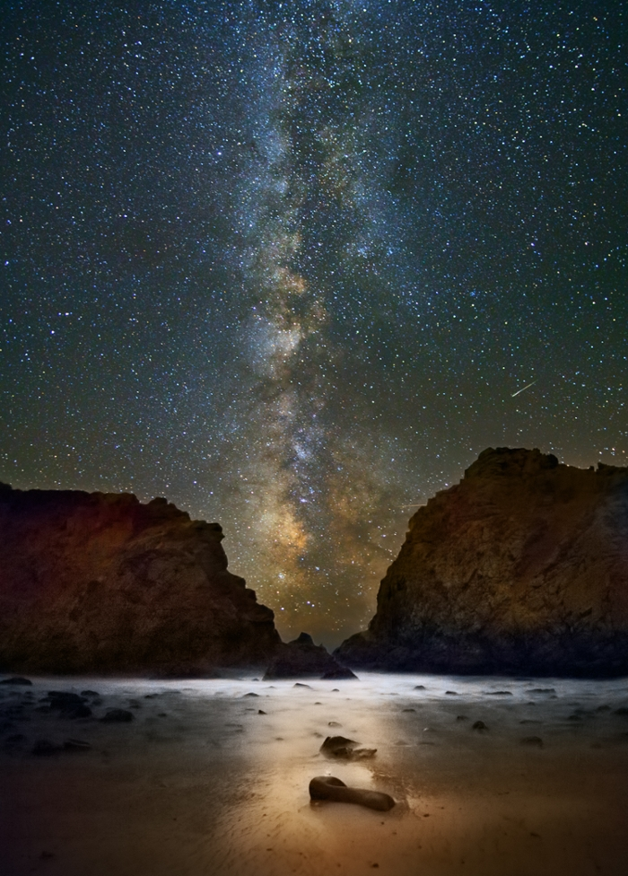 <strong> Arriba. </strong> The via lactea (Milky Way), as stacked over Big Sur, California. Courtesy Rogelio Bernal Andreo.