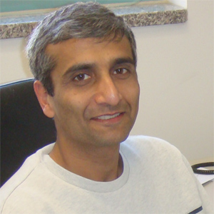 <strong>Vishy Iyer</strong> leads a genomics lab at UT Austin that relies on TACC to provide the HPC muscle for computation and the security for handling patient genomic datasets. Courtesy UT Austin.