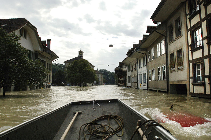 <strong>Bern-ing down the house.</strong> During the 2005 flooding in Bern, some houses were reachable only by boat. Researchers looked to Piz Daint to locate the source of the storm surge. Courtesy Tomas Wüthrich.