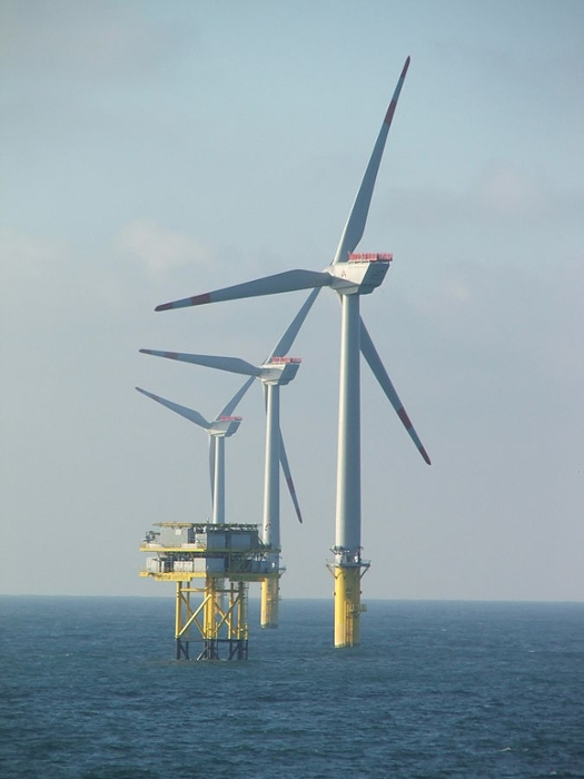 <strong>Chow's research</strong> will help engineers safely maneuver and construct the giant turbines of offshore wind farms in waters as great as 60m deep. Courtesy SteKreuBe. <a href='https://creativecommons.org/licenses/by-sa/3.0/deed.en'>(CC BY-SA 3.0)</a>
