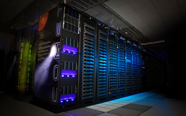 <strong>High-powered experiments.</strong> BlockLAB relies on the San Diego Supercomputer Center's high-performance computers—such as Comet, pictured here—to experiment with blockchain technology. Courtesy Jon Chi Lou, SDSC.