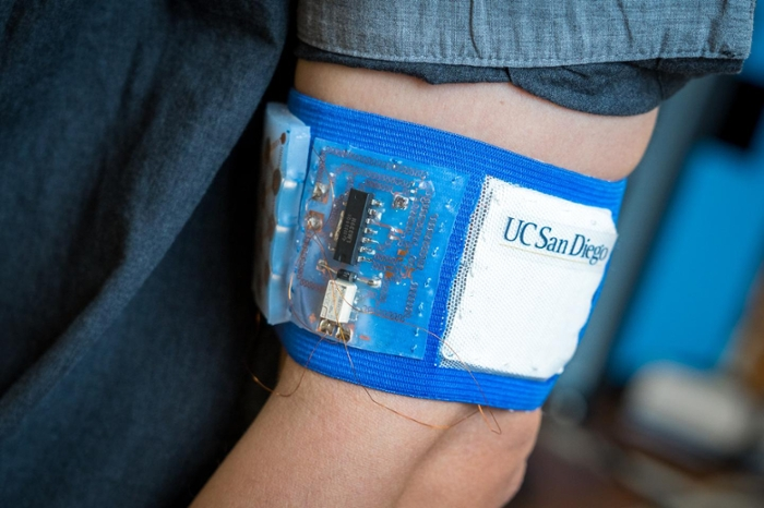 <strong>Personal custom cooling.</strong> Prototype of the cooling and heating patch embedded in a mesh armband. Courtesy David Baillot/UC San Diego Jacobs School of Engineering.