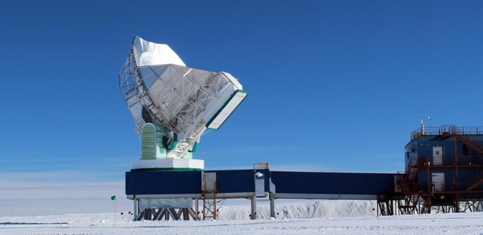 <strong>The South Pole Telescope</strong> is located at the Amundsen-Scott South Pole Station Antarctica, the most extreme location of the eight telescopes in the Event Horizon Telescope Array. Courtesy Junhan Kim, University of Arizona.