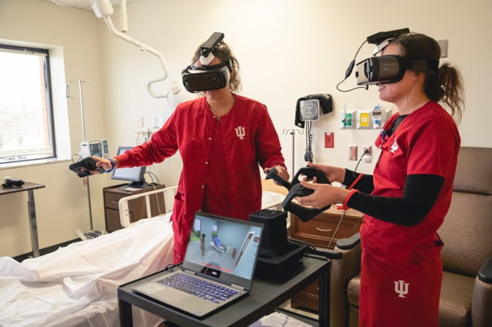 <strong>Replicating real life.</strong> With VR goggles, students can see the room, see the patient, even pick up VR tools and experience performing the procedure. Courtesy Emily Sterneman.